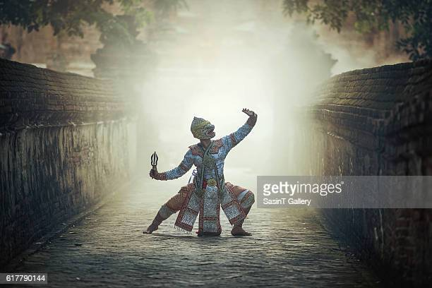 khon is traditional dance drama art of thai classical masked - deus imagens e fotografias de stock