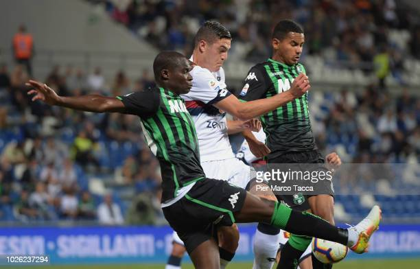Khouma Babacar of US Sassuolo comptes for the ball with Andrea Favilli of Genoa CFC during the serie A match between US Sassuolo and Genoa CFC at...