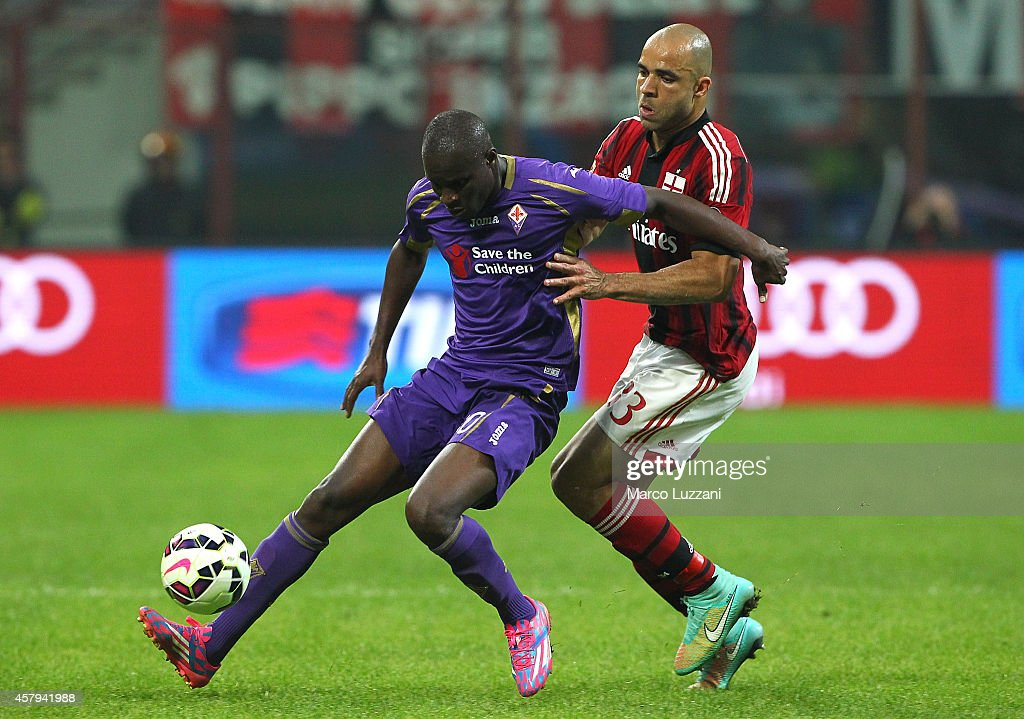 Khouma El Babacar of ACF Fiorentina competes for the ball with Alex Dias da Costa of AC Milan during the Serie A match between AC Milan and ACF Fiorentina at Stadio Giuseppe Meazza on October 26, 2014 in Milan, Italy.