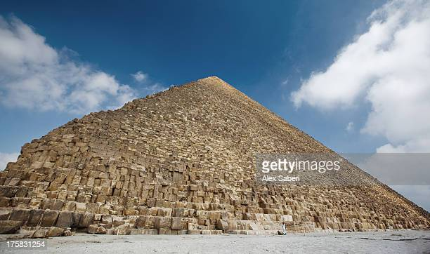 khufu or cheops pyramid in giza. - alex saberi stock pictures, royalty-free photos & images