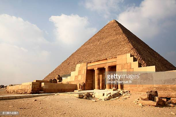 khufu pyramid - giza pyramids stock pictures, royalty-free photos & images