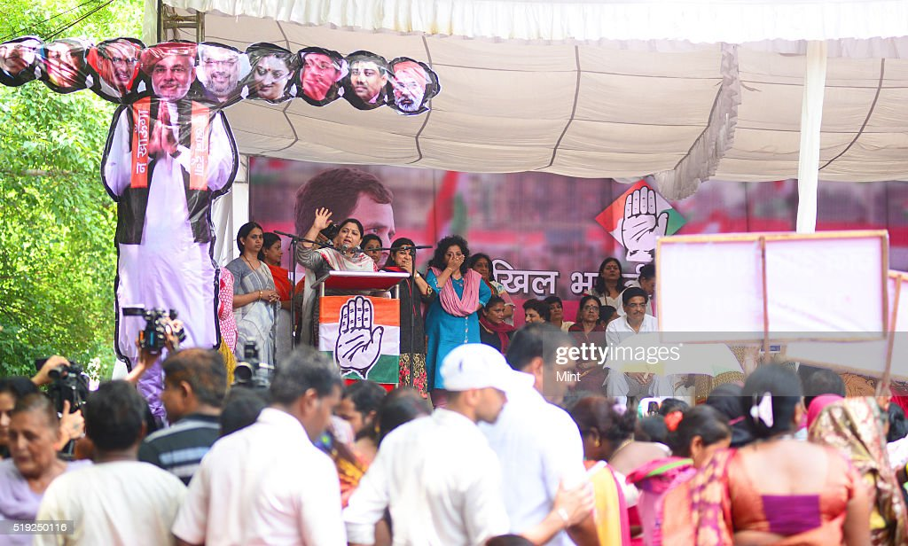 Jan Akrosh Rally Against NDA At Jantar Mantar : News Photo