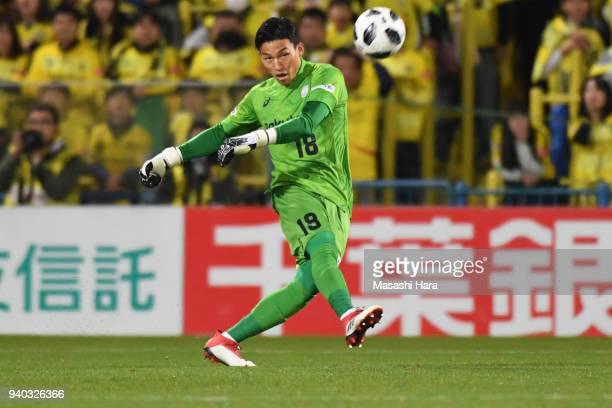 Ki Seung Gyu of Vissel Kobe in action during the JLeague J1 match between Kashiwa Reysol and Vissel Kobe at Sankyo Frontier Kashiwa Stadium on March...