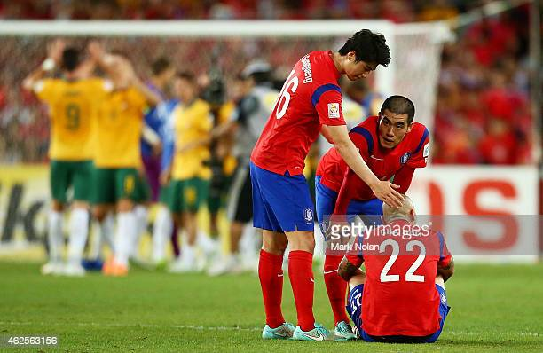 Ki Sung Yueng Kim Ju Young and Cha Du Ri of Korea Republic look dejected after losing the 2015 Asian Cup final match between Korea Republic and the...