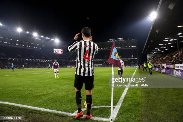 Ki SungYueng of Newcastle United prepares to take a corner during the Premier League match between Burnley FC and Newcastle United at Turf Moor on...