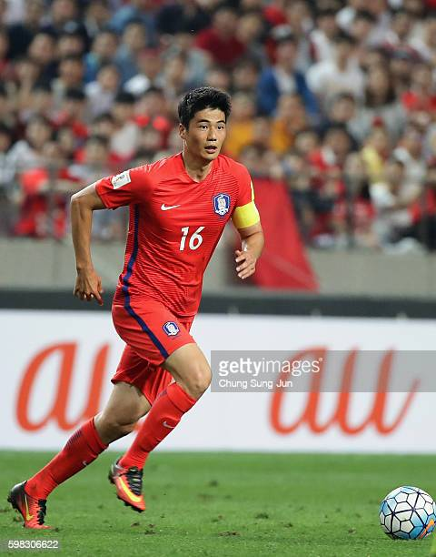 Ki Sungyueng of South Korea in action during the 2018 FIFA World Cup Qualifier Final Round Group A match between South Korea and China at Seoul World...