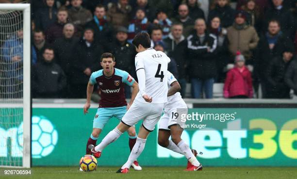 Ki SungYueng of Swansea City scores his sides first goal during the Premier League match between Swansea City and West Ham United at Liberty Stadium...