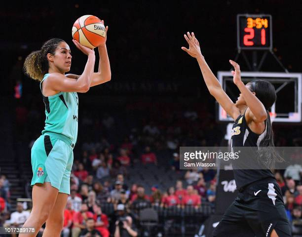 Kia Nurse of the New York Liberty shoots against Moriah Jefferson of the Las Vegas Aces at the Mandalay Bay Events Center on August 15 2018 in Las...