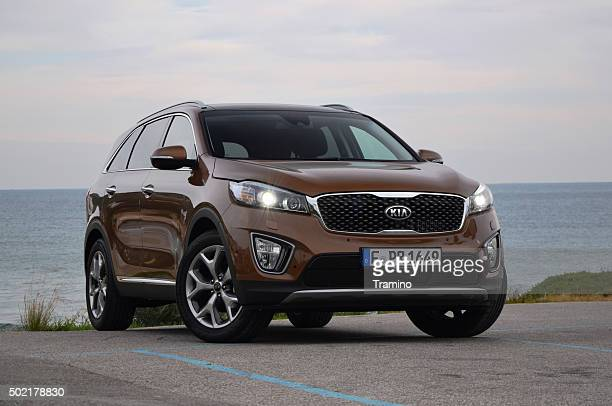 kia sorento on the road - kia stock pictures, royalty-free photos & images