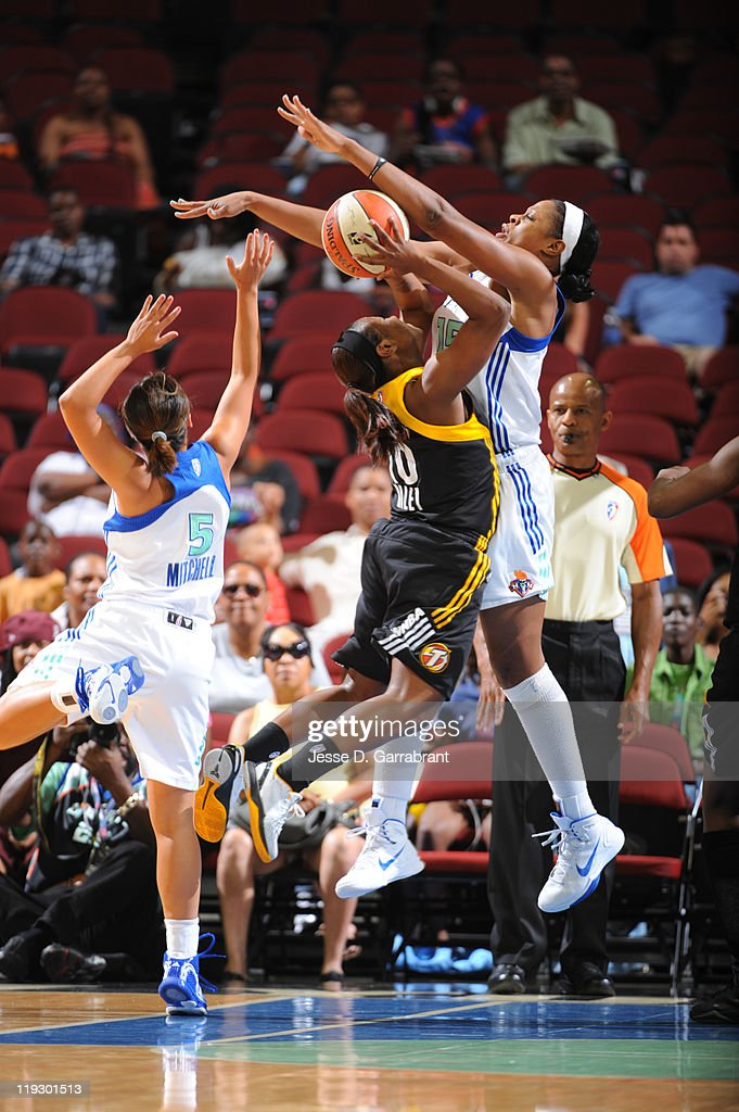 Kia Vaughn #15 of the New York Liberty defends against Andrea Riley #10 of the Tulsa Shock during a game on July 17, 2011 at the Prudential Center in Newark, New Jersey.
