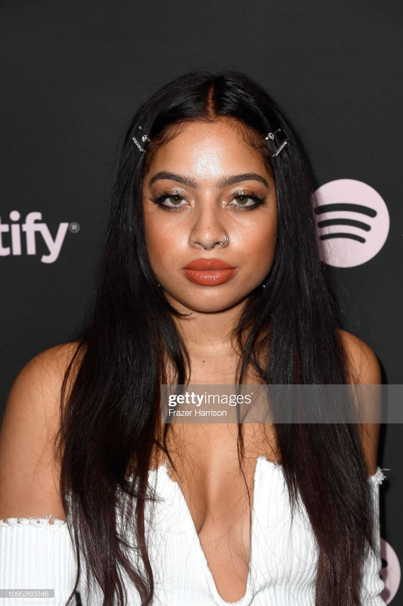 Hazel eyes - Personas famosas con los ojos de color AVELLANA Kiana-led-attends-spotify-best-new-artist-2019-event-at-hammer-museum-picture-id1095260246?s=2048x2048