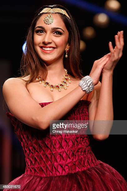 Kiara Advani walks the runway at the AAKS Jewels show during Day 4 of the India International Jewellery Week at the Grand Hyatt on August 6, 2015 in...