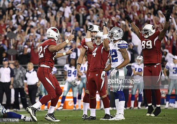 Kicker Jay Feely of the Arizona Cardinals celebrates with teammates after making a 48 yard field goal in the final moments of the NFL game against...