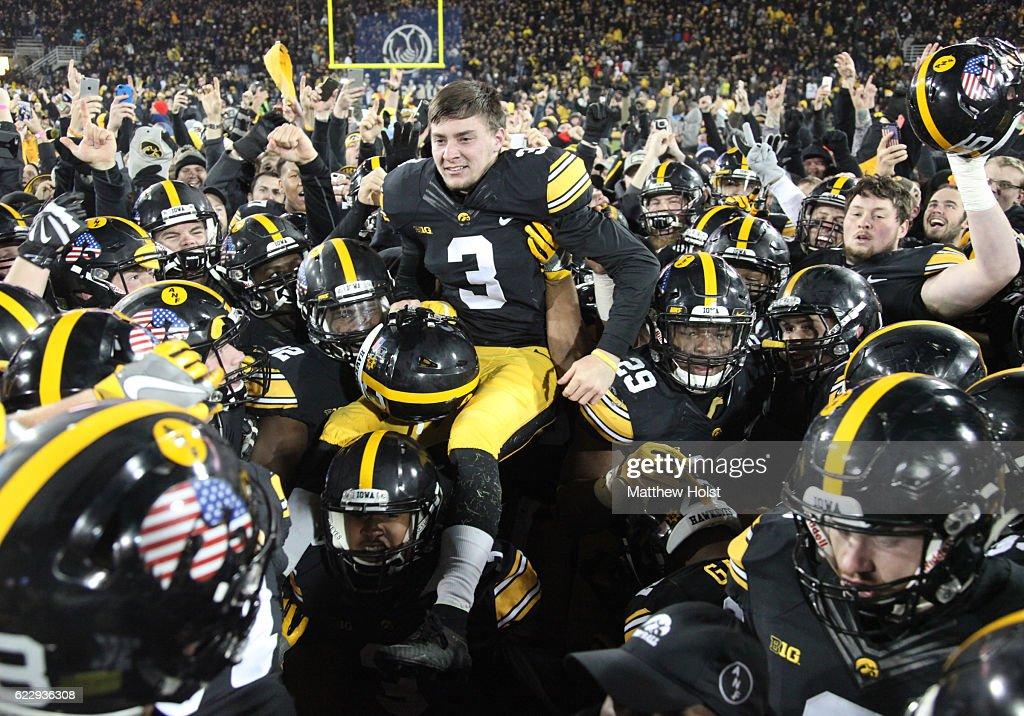 Michigan v Iowa : News Photo