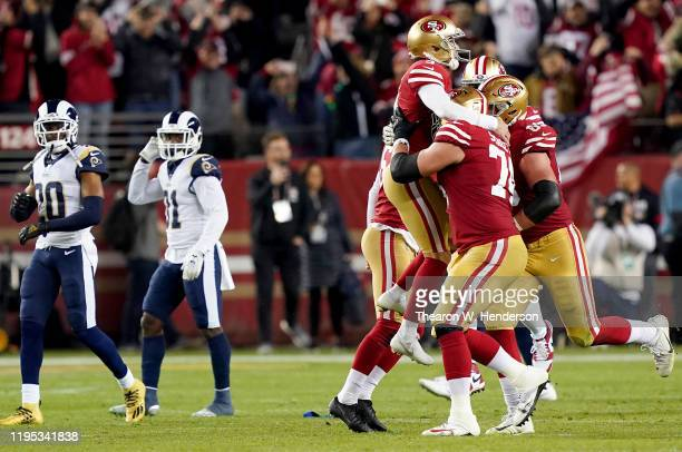 Kicker Robbie Gould of the San Francisco 49ers and teammates celebrate his 33yard field goal in the fourth quarter to win 3431 over the Los Angeles...