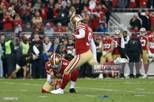 Kicker Robbie Gould of the San Francisco 49ers kicks the gamewinning field goal at the end of the fourth quarter Los Angeles Rams at Levi's Stadium...