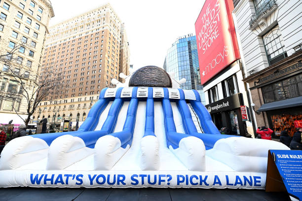 """NY: OREO Kicks Off Three-City Tour By Asking New Yorkers To Answer The Question, """"What's Your Stuf?"""" By Sliding Down A Gigantic Slide"""