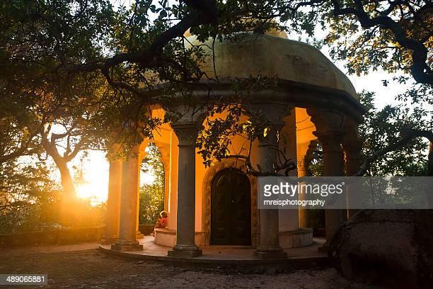 kid at sunset, sintra, portugal - sintra fotografías e imágenes de stock