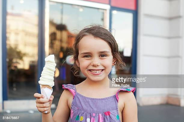 kid enjoys a ice cream and smiles