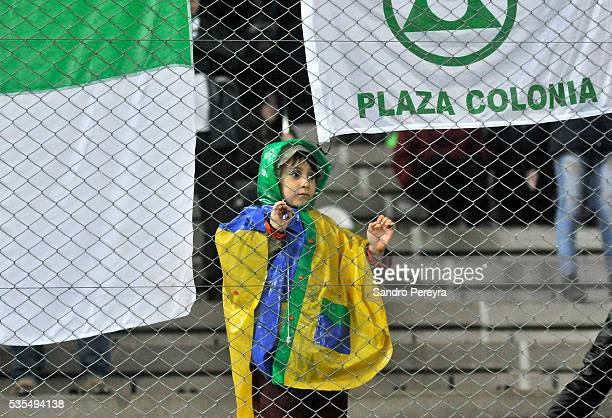 A kid fan of Plaza Colonia observes the actions during a match between Penarol and Plaza Colonia as part of Campeonato Uruguayo at Campeon del Siglo...