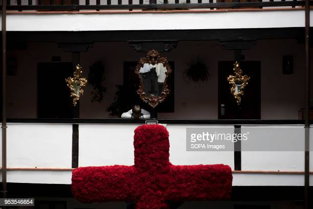 A kid looks down in the 'Corrala de Santiago' during the preparations of the upcoming 'Dia de la Cruz' in Granada El día de la Cruz or Día de las...