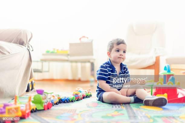 kid playing with a train and small cars at home - 2 3 anni foto e immagini stock