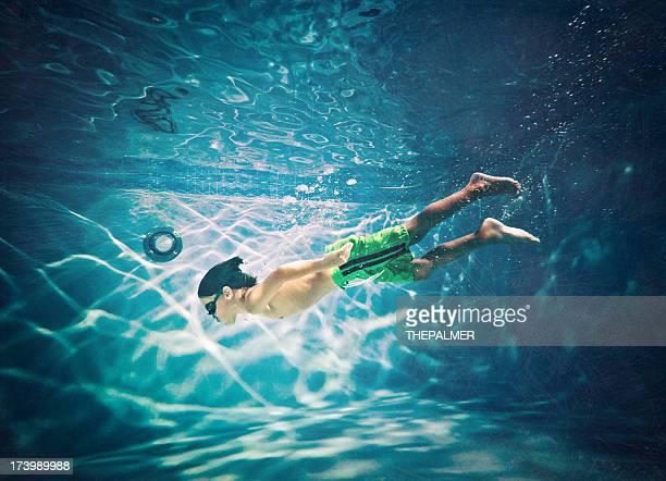 kid swimming underwater - 8 9 jaar stockfoto's en -beelden