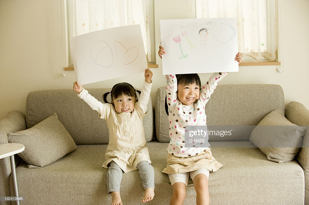 kids are drawing at home. : Foto de stock