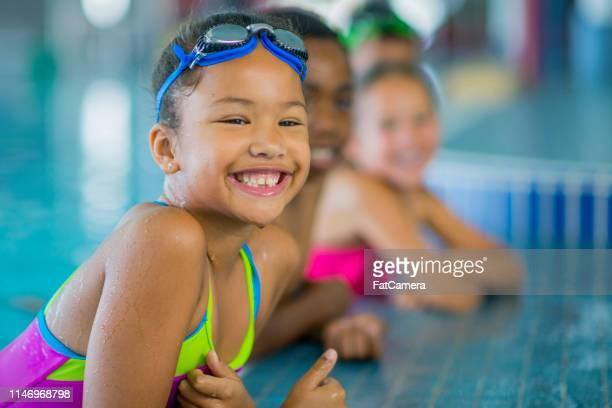 屋内プールの子供たち - スポーツ用語 ラップ ストックフォトと画像