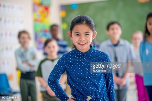 bambini a scuola - foto di classe foto e immagini stock