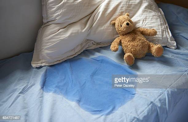 kids bed wetting - teddy bear stock pictures, royalty-free photos & images
