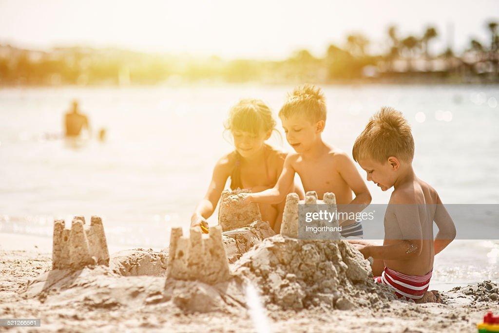 Kinder Sandburgen : Stock-Foto
