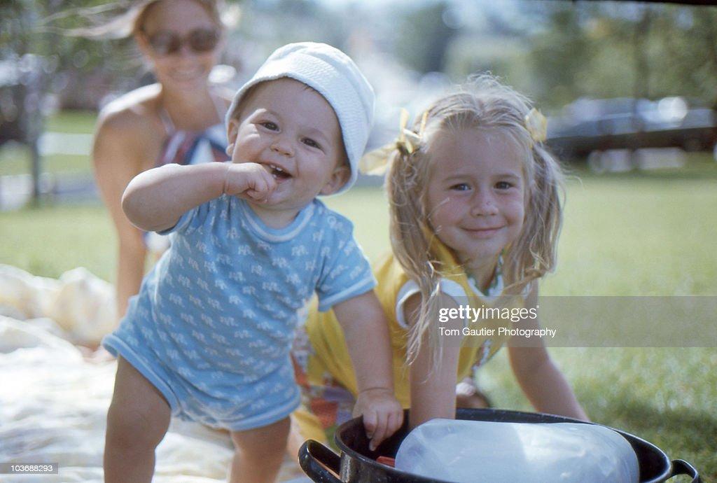 Kids cooling off in the park on hot summer day : Bildbanksbilder