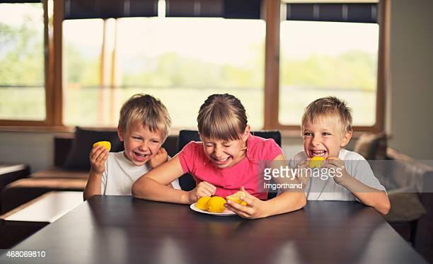 お子様のお食事と笑うレモンズ