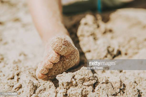 kid´s feet on sandy beach - toe stock pictures, royalty-free photos & images