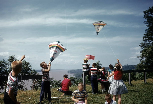 KIDS FLY KITES