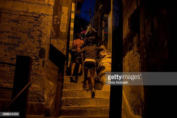 Kids from the Cantagalo 'favela' community return home after attending the Olympic Rugby 7's on August 11 2016 in Rio de Janeiro Brazil A small group...
