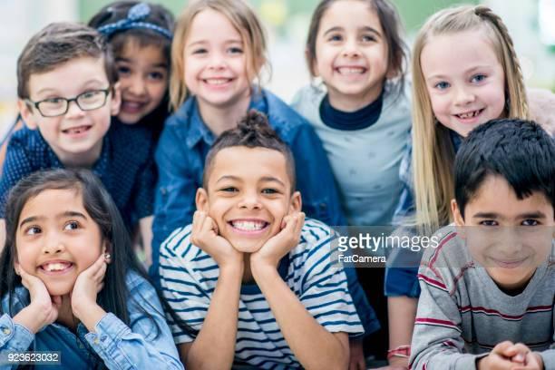 foto do grupo de crianças - class photo - fotografias e filmes do acervo