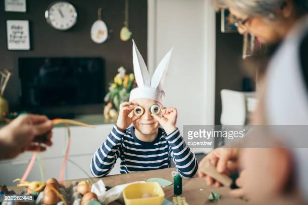 kinder spaß für ostern - ostern stock-fotos und bilder