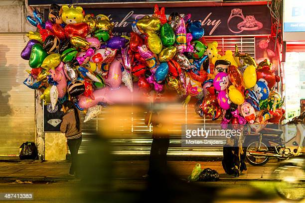 kids helium balloon vendors - merten snijders stock pictures, royalty-free photos & images
