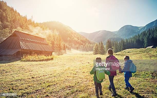 Kinder Wandern in die Berge