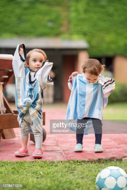 kids in oversized soccer tshirts - football bulge stock pictures, royalty-free photos & images