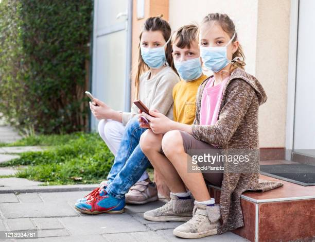 kids in quarantine - pollution mask stock pictures, royalty-free photos & images