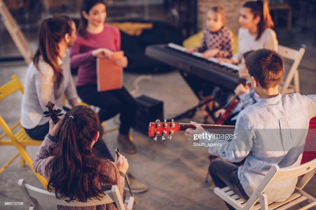 Kinder-Musik-Schule-Klasse : Stock-Foto