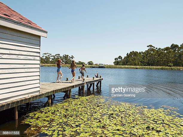 4 kids on a jetty intend to jump into the lake