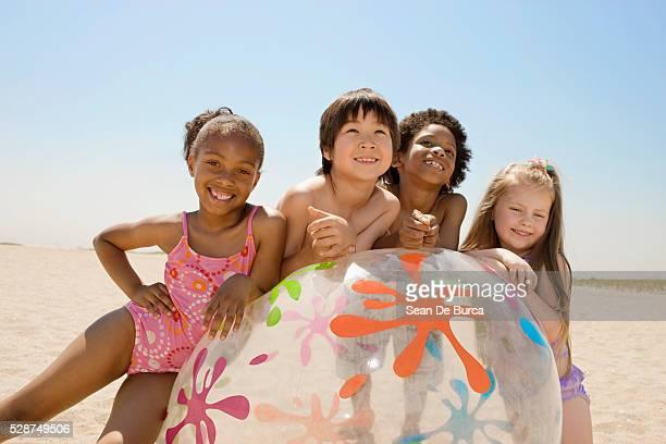 kids on the beach - somente crianças - fotografias e filmes do acervo