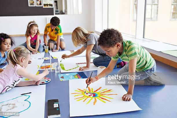 Kids painting i classroom