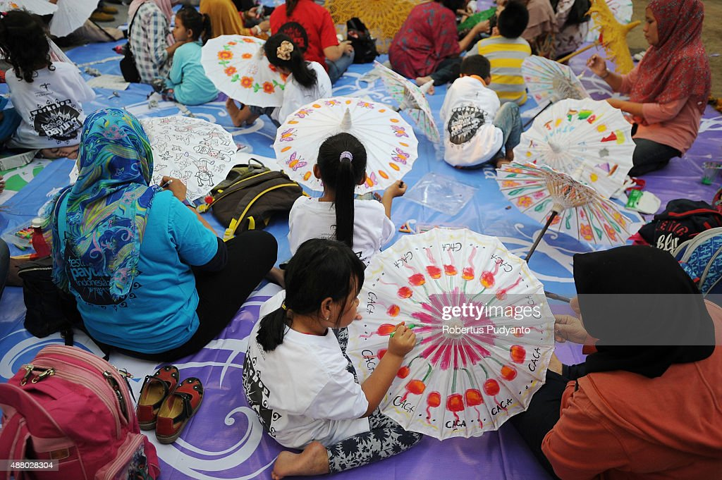 e3ba4a87d0b8e Kids participate in umbrella painting workshop during Indonesia ...