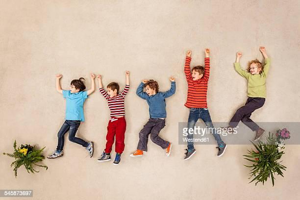kids playing carefree in park - solo bambini foto e immagini stock