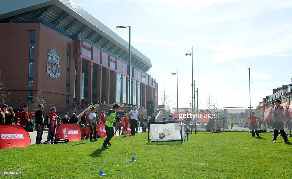 Liverpool Legends v Real Madrid Legends: LFC Foundation Charity Match : ニュース写真